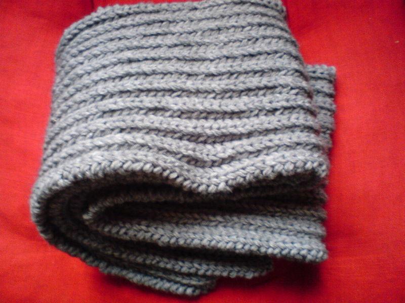 comment tricoter un foulard au crochet. Black Bedroom Furniture Sets. Home Design Ideas